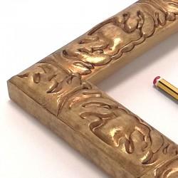 marco a medida dorado y con talla