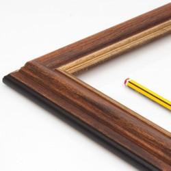 marco madera color nogal y filo dorado