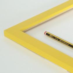 marco amarillo 2 cm.